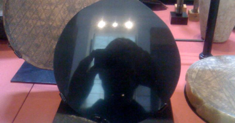 Obsidian Mirror John Dee.png