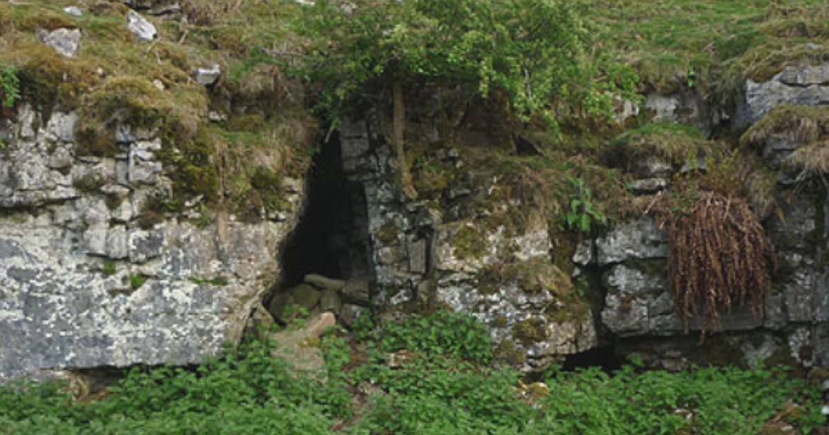 CaveEntranceHill1